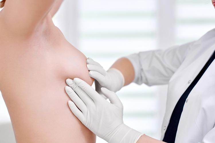 Уплотнения в груди у женщин
