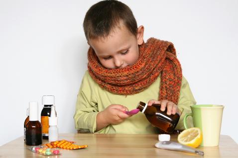 Причинами такого кашля может быть простуда, ларингит, фарингит, ОРВИ, пневмония, коклюш, аллергия, бронхиальная астма, сердечная недостаточность, туберкулез или рак легких.