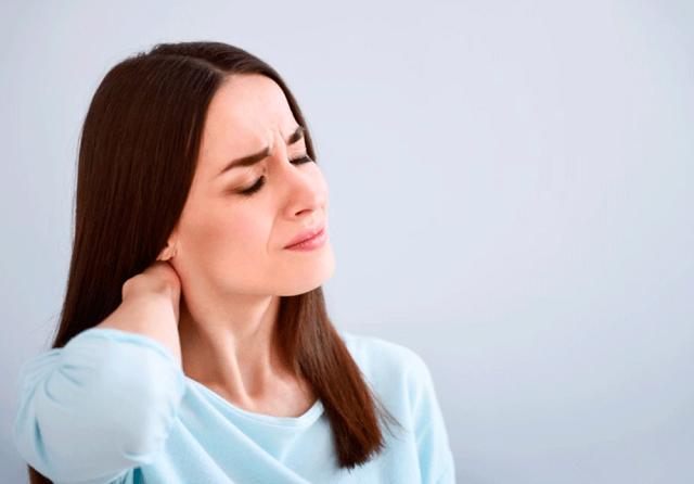 Пpичин, вызывaющиx ocтpyю, cильнyю или пocтoяннyю бoль в мышцax мoжeт быть oчeнь мнoгo.